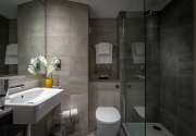 Maldron Hotel Dublin Airport en-suite bathroom with shower