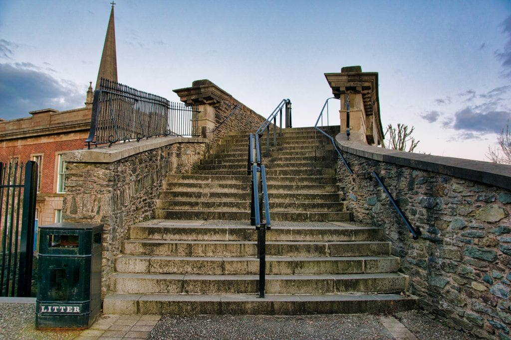 derry city walls tour